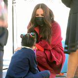 Die Kinder sind begeistert! Und mit einem Mädchen versteht sich die Herzogin von Sussex scheinbar besonders gut.
