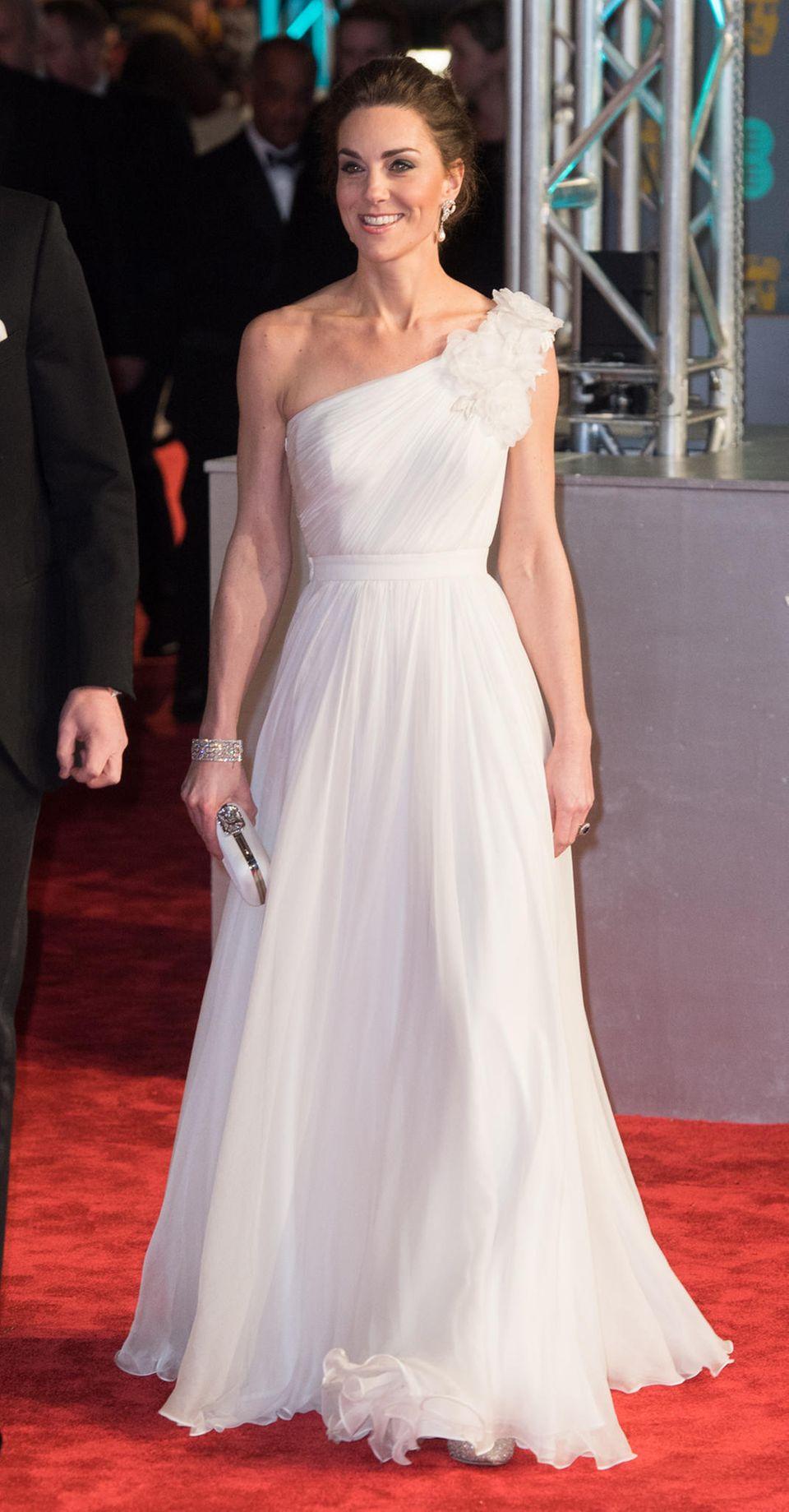 One-Shoulder steht Kate auch hervorragend
