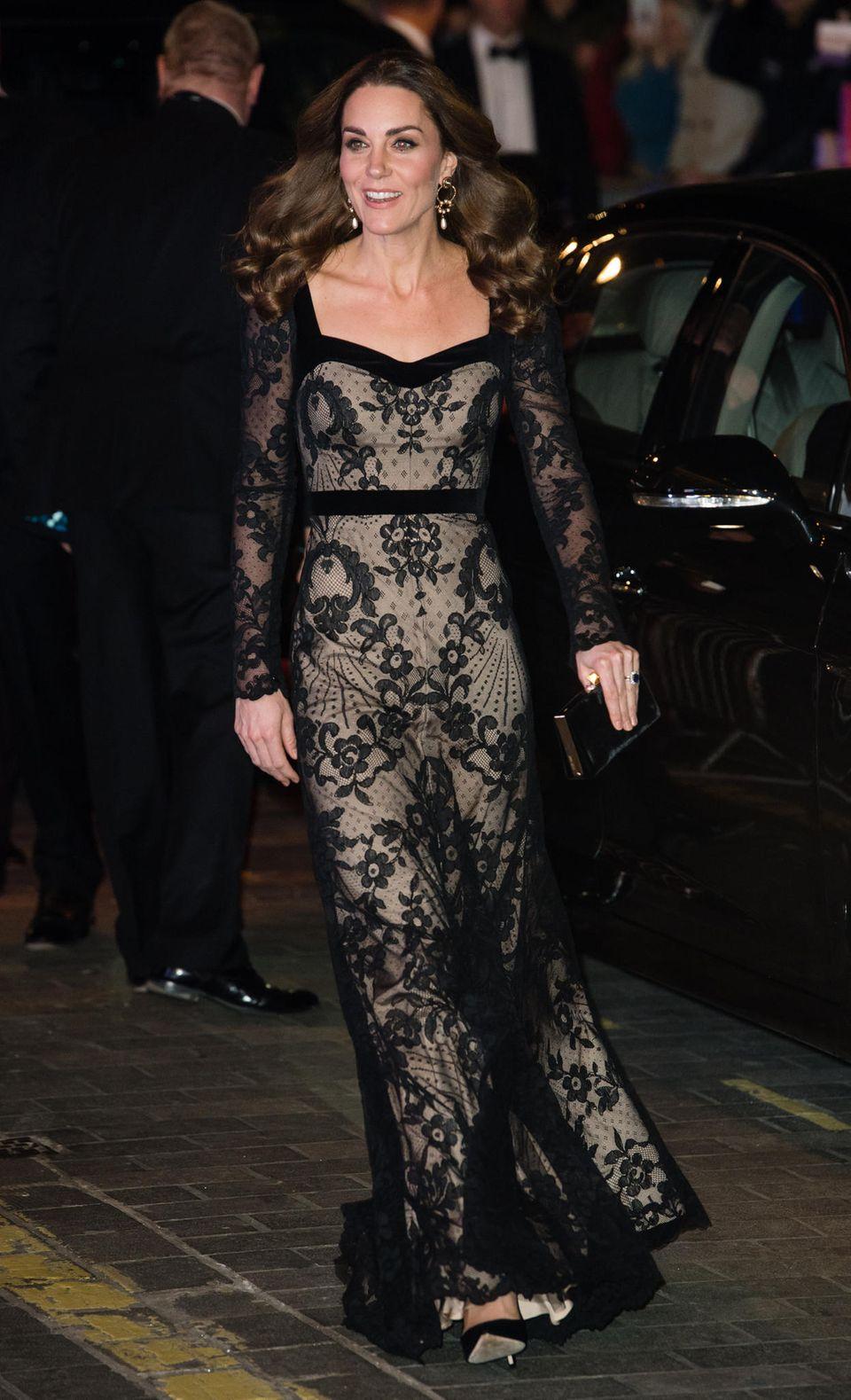 Kate in schwarzer Spitze von Temperley London