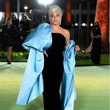 Lady Gaga gibt wie immer die perfekte Diva. Im eleganten Haute-Couture-Look von Schiaparelli zieht sie bei der Opening Gala des Academy Museums of Motion Pictures in Los Angeles alle Blicke auf sich.