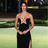 Mit einem Wow-Dekolleté beeindruckt die SängerinOlivia Rodrigo bei der Opening Gala im Museum. Der elegante Hingucker-Style stammt von Saint Laurent.