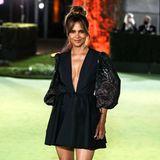 Halle Berry bezaubert bei der Museumseröffnungim knappen Mini-Dress von Etro.