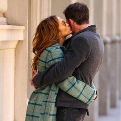Jennifer Lopez küsst Ben Affleck