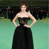 Anna Kendrick macht im Bustier-Dress von Jill and Jordan einen selbstsicheren Style-Eindruck.
