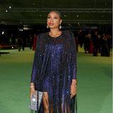 Im nachtblau glitzerndenFransen-Dress von Alexandre Vauthier zeigt sich Jennifer Hudson bei der Eröffnungsgala.