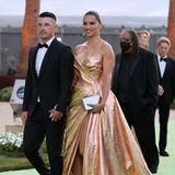 Topmodel Adriana Lima glänzt in einem Wow-Look von Nicolas Jebran. Kein Wunder, dass ihr Freund und FilmproduzentAndre L III sie ganz nah an seiner Seiten haben möchte.