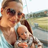 Sprösslinge: Tanja Szewczenko mit einem ihrer Zwillinge im Restaurant