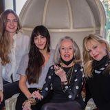 Familienbande: Melanie Griffith mit ihren Töchtern Dakota Johnson + Stella Banderas