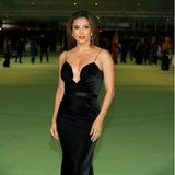 Eleganz in schwarzem Samt: Eva Longoria trägt Saint Laurent