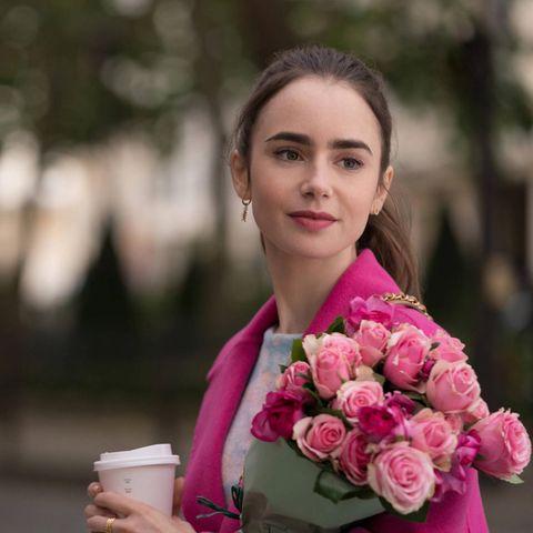 """Lily Collins spielt die Hauptrolle im Netflix-Hit""""Emily in Paris""""."""