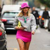 Der Street-Style-Look der Mailänder Fashion Week besticht durch bunte Farbakzente und auffällige Accessoires.