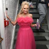 Kristin Chenoweth hält sich für die Show im Backstage-Bereich des Winter Garden Theatres mit einem rosafarbenen Drink fit. Der passt sogarzu ihrem süßen Tüll-Dress in Pink.
