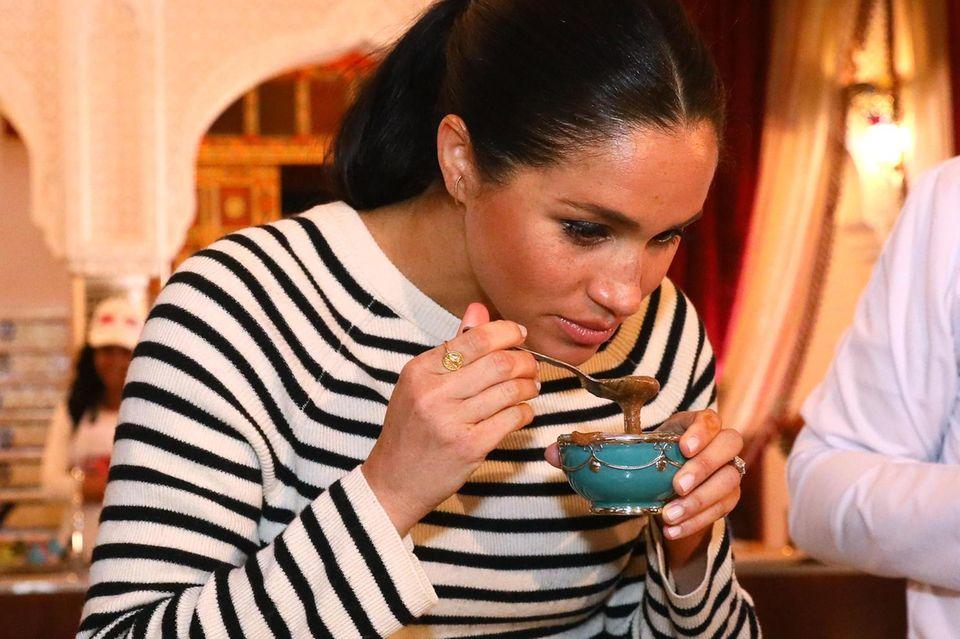 Schwangerschaftsgelüste: Schwangere Herzogin Meghan probiert Essen
