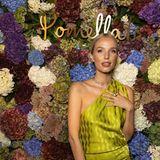 Auch dieitalienische Schmuckmarke Pomellato veranstaltet auf der Mailänder Fashion Week ein Event. Zu den Gästen gehört unteranderem Leonie Hanne. Die Influencerin greift für diesen Anlass zu einem goldfarbenen One-Shoulder-Dress – abgerundet wird der Look durch auffälligen Schmuck des Labels Pomellato.