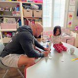 Sprösslinge: Dwayne The Rock Johnson lackiert seiner Töchter die Fingernägel
