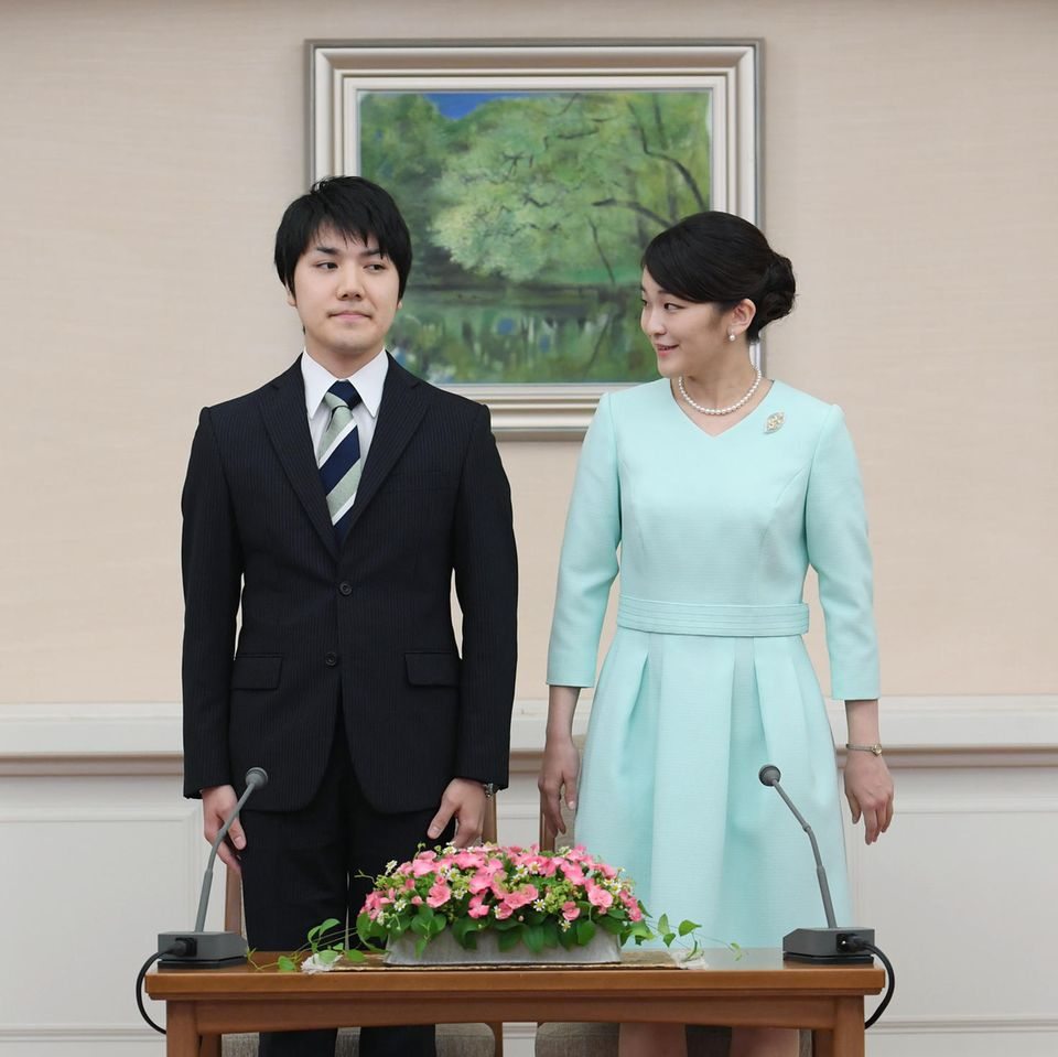 Kei Komuro und Prinzessin Makobei der Pressekonferenz anlässlich ihrerVerlobung im September 2017.