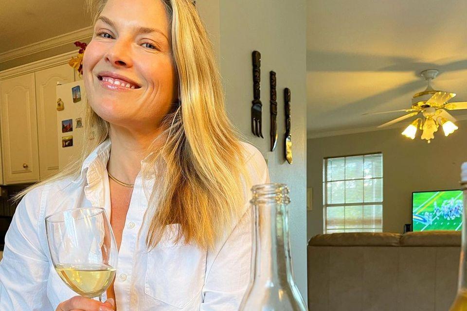 Happy-Hour: Ali Larter trinkt Wein
