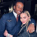 So feiern Stars ihren Geburtstag: David Banda umarmt seine Mama Madonna