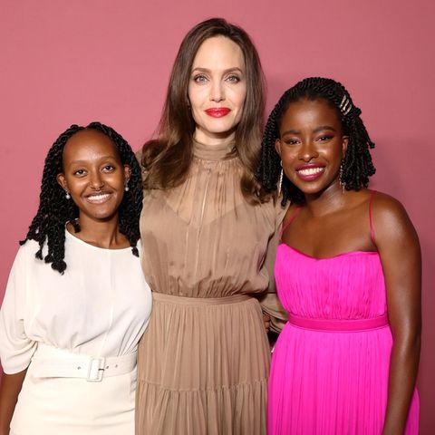 Und nicht nur Zahara, sondern auch Jung-Poetin Amanda Gorman, diebeim Event geehrt wird, lässt in knalligem Pink Style-Queen Angelina Jolie fast bieder aussehen. Die nächste Style-Generation ist also schon da!
