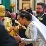 Während der kirchlichen Trauung fängt die Fotografin den stolzen Blick des Bräutigams ein: Großfürst Georgi Michailowitsch Romanow strahlt neben seiner Braut.