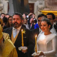 Mit stolzem Blick werden Großfürst Georgi Romanow und Rebecca Bettarini während der Feierlichkeiten im Rahmen der kirchlichen Hochzeit abgelichtet.