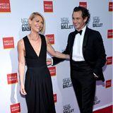 Claire Danes, hier mit ihrem Mann Hugh Dancy, hat sich für einen schlicht-eleganten Look in Schwarz entschieden.