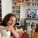 Drew Barrymore im Wohnzimmer