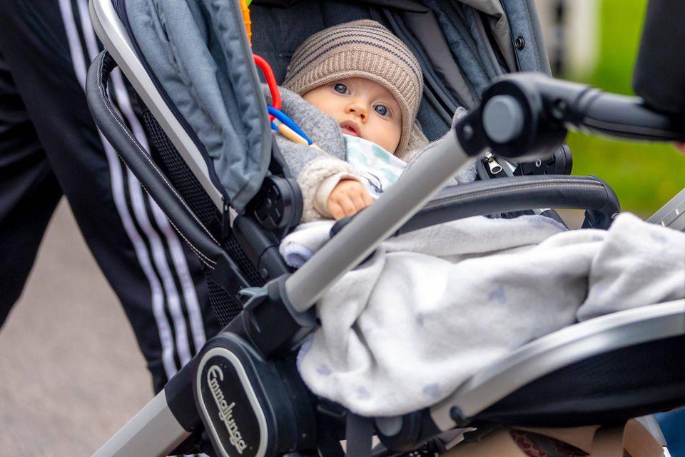 Prinz Julian im Kinderwagen