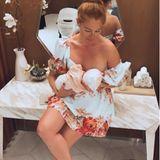 Georgina Fleur stillt ihr Baby