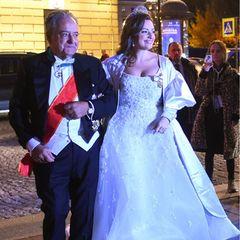 Victoria Romanowna Bettarini und ihr Vater posieren für die Fotografen.