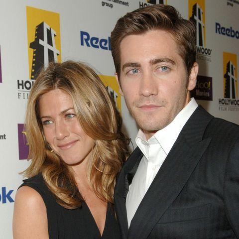 Jennifer Aniston und Jake Gyllenhaal backstage bei der neunten jährlichen Hollywood Film Festival Awards in Los Angeles 2005.
