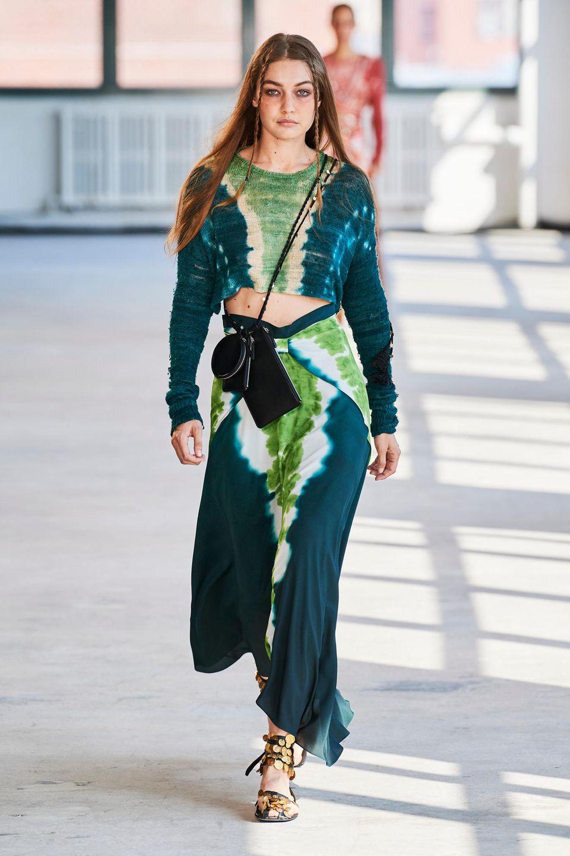 New York Fashion Week: Gigi Hadid läuft für Altuzarra
