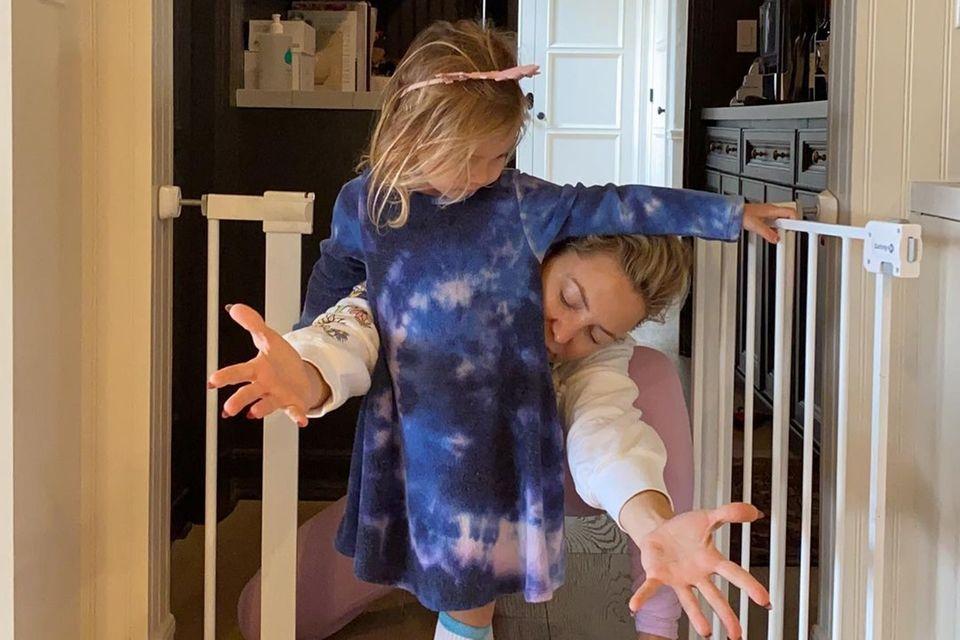 Familie Hudson: Kate und Rani beim Ausdruckstanz