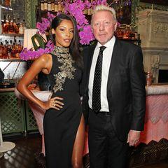 Lilian de Carvalho and Boris Becker posieren bei einer Veranstaltung für ein Foto.
