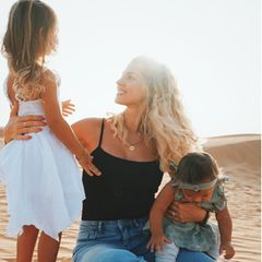Sarah Harrison und ihre Töchter
