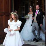 Jetzt sind sie getraut! Glücklich strahlend kommen Fürstin Mahkameh und Alexander Prinz zu Schaumburg-Lippe aus der Kirche.