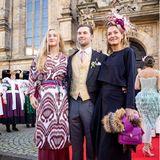 Lilly Prinzessin zu Sayn-Wittgenstein-Berleburgfreut sich gemeinsam mit ihren KindernLana und Heinrich-Donatus über das Hochzeitsglück ihresEx-MannesAlexander Fürst zu Schaumburg-Lippe. Sie ist sogar eine der vier Brautjungfern von Mahkameh Navabi.
