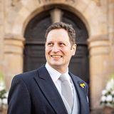 Georg Friedrich Prinz von Preußen gehört ebenfalls zu den vielen Hochzeitsgästen an demsonnigen Samstag in Bückeburg.