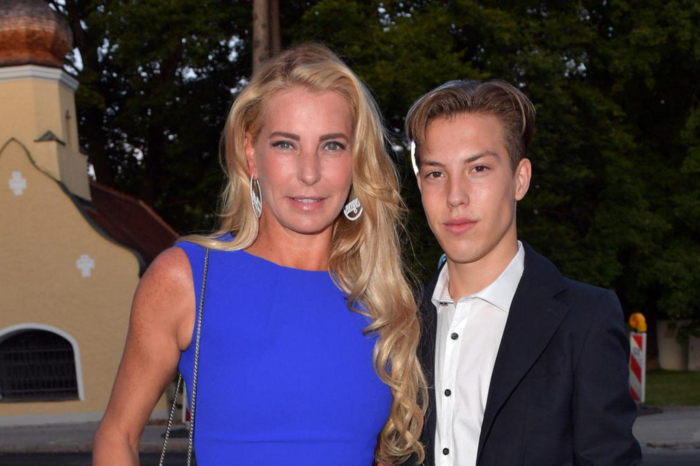 Giulia Siegel mit ihrem Sohn Nathan Wehrmann