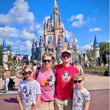 Neil Patrick Harris mit den Kids in Disneyland