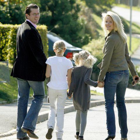 Karl-Theodor zu Guttenberg, mit seinen Töchternund seiner Frau Stephanie. So klein wie hier sind Anna und Mathilda schon lange nicht mehr.