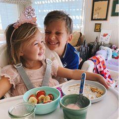 Rani Rose und Bingham frühstücken