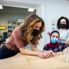 Königin Rania von Jordanien besucht Showroom