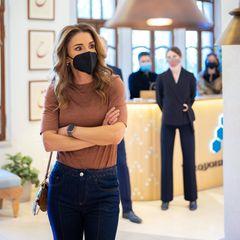 Königin Rania bei ihrem Rundgang durch den Showroom