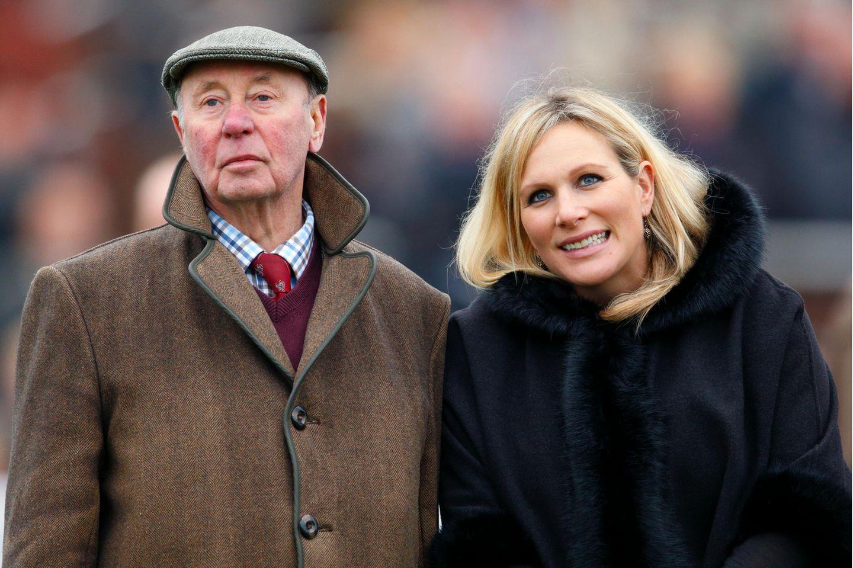 """Zara Tindall und ihr guter Freund Trevor Hemmings 2013 beim """"Paddy Power Gold Cup""""-Pferderennen in Cheltenham, England."""