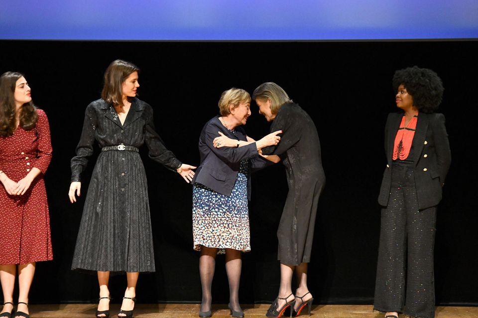 RTK: Charlotte Casiraghi und Prinzessin Caroline von Hannover mit den Preisträgerinnen