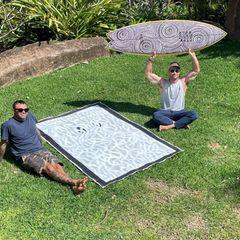 Chris Hemsworth hat ein neues Surfboard
