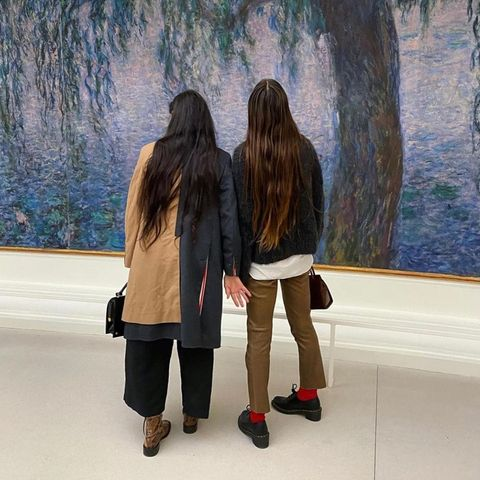 12. Oktober 2021  Versunken in Monets Seerosenbewundern Demi Moore und TochterScout Willis das wundervolle Gemälde imPariser Museum. Demi postet das Foto auf ihrem Instagram-Account und gewährt ihren Fans beim zweiten Bild nicht nur einen Blick von hinten...