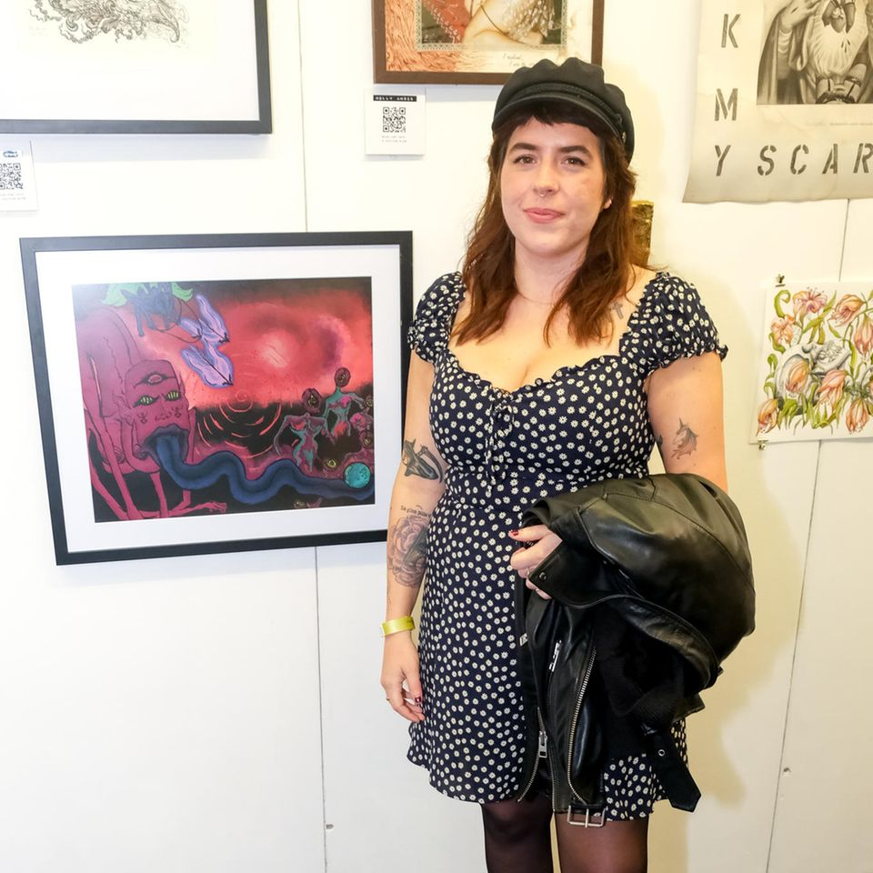 Bella Cruise Anfang Oktober 2021 bei einer Kunstausstellung in London