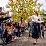 RTK: Königin Máxima wird von Schulkindern begrüßt